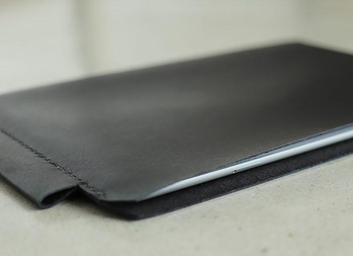 """【送料無料】KAKURA iPadケース """"tate""""~上質な牛革のiPadケース~ 名入れ可 スタイリッシュでピタリと収まる"""